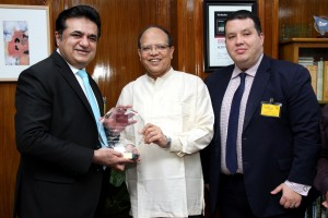 "ETIHAD AIRWAYS OFFICIALS CONGRATULATE BANGLADESH BANK GOVERNOR DR. ATIUR RAHMAN FOR BEING NAMED ""CENTRAL BANKER OF THE YEAR"" IN ASIA PACIFIC"