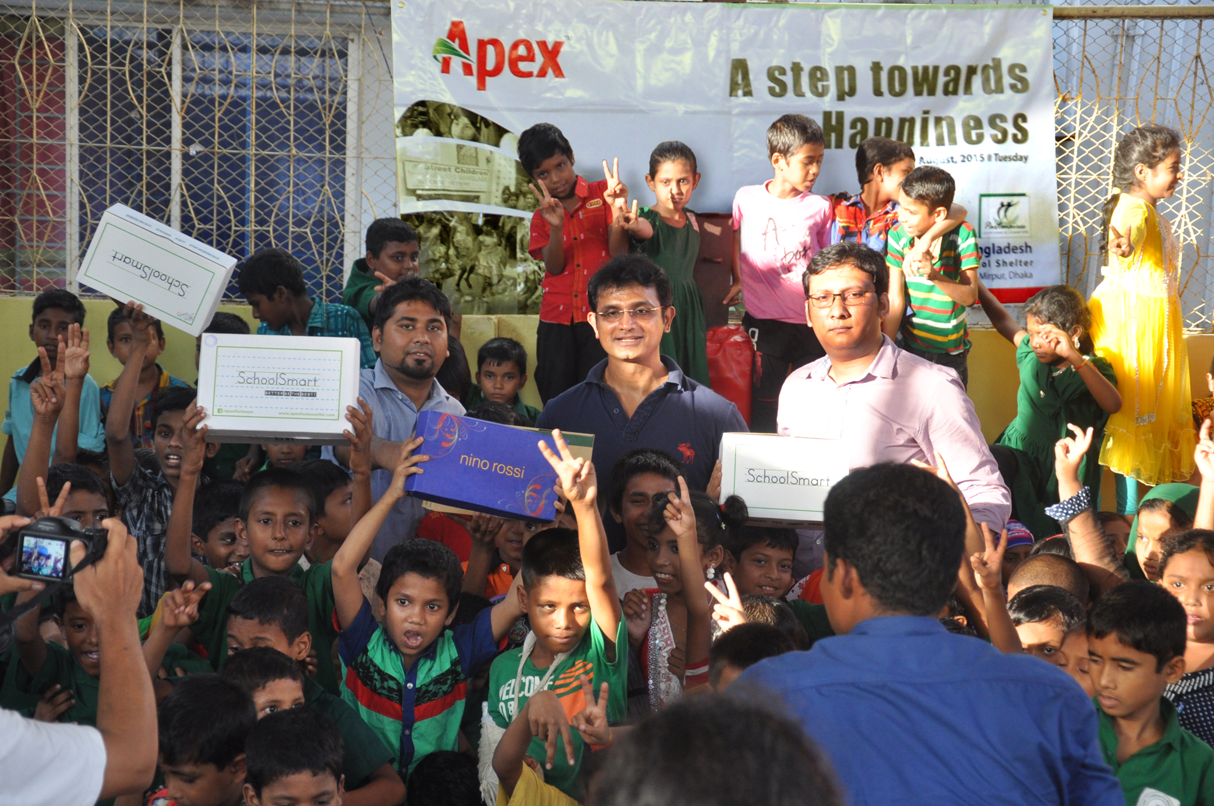 Apex Footwear Donates Shoes to Children from the Ma er Achol Shelter